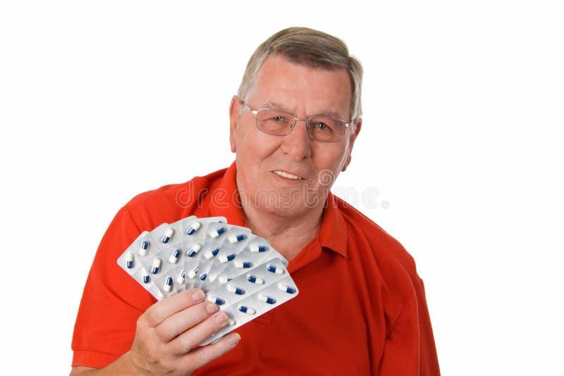 Hombre mayor que sostiene los medicamentos imagenes de archivo