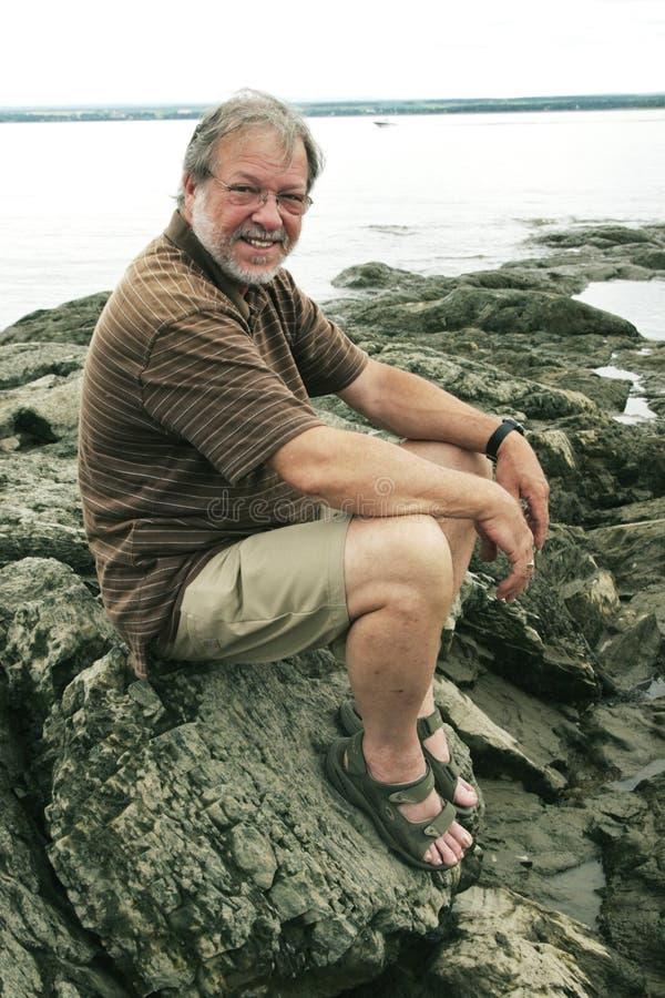 Hombre mayor sonriente imagenes de archivo