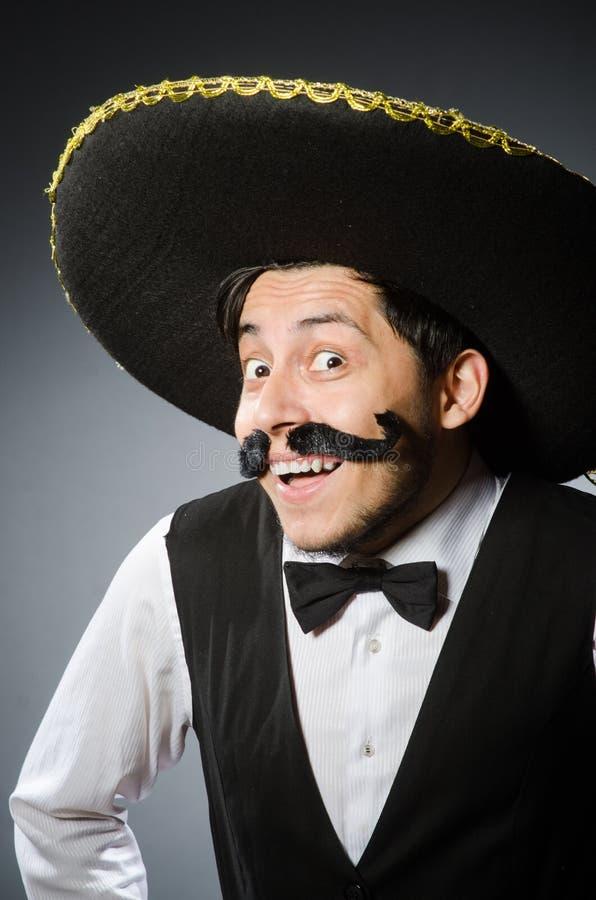 Download Hombre Mexicano En Divertido Foto de archivo - Imagen de chistoso, bigote: 41914180