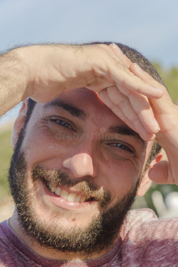 Hombre modelo con verde de los ojos fotografía de archivo