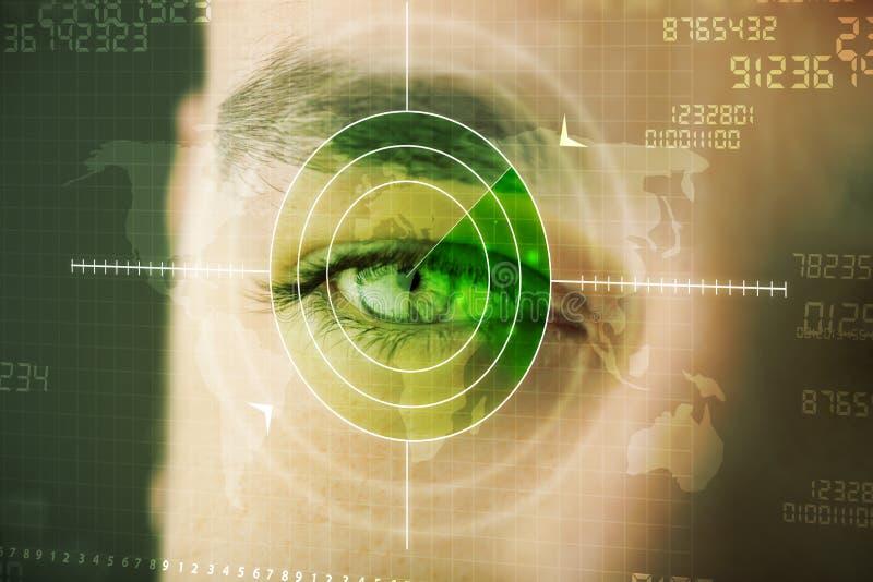 Hombre moderno con el ojo cibernético de los militares de la blanco de la tecnología fotografía de archivo libre de regalías
