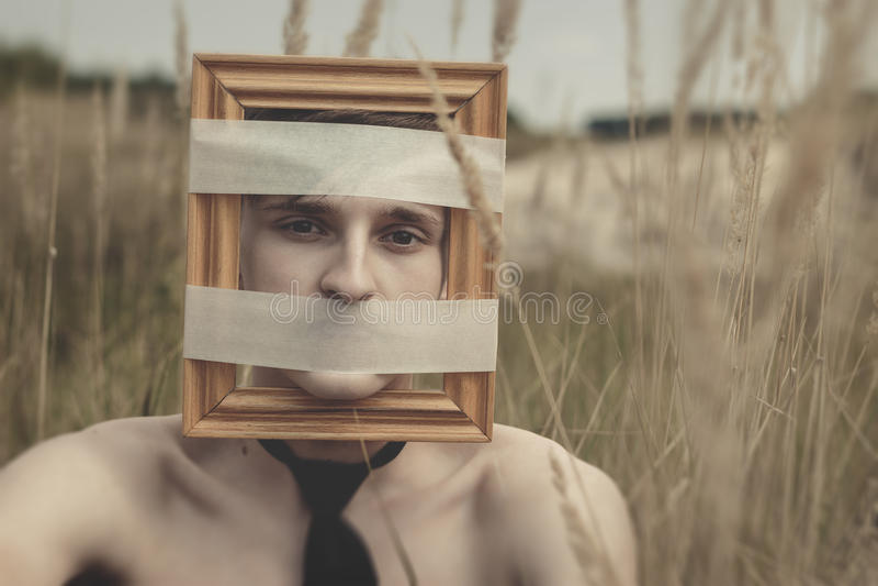 Hombre moderno joven sordo y encajonado foto de archivo libre de regalías