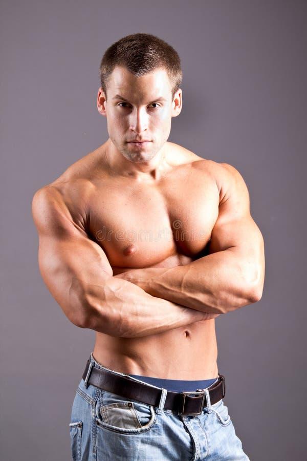 Hombre muscular fotos de archivo libres de regalías