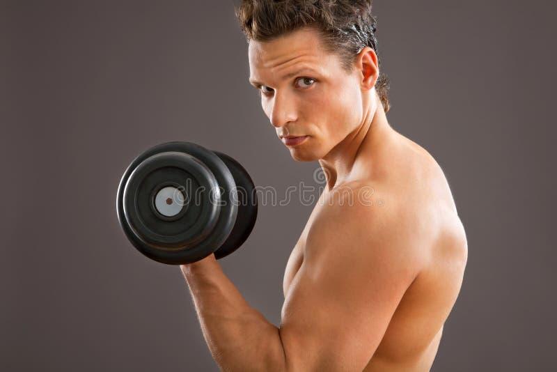 Hombre muscular apto imagen de archivo