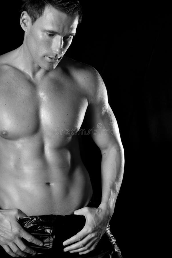 Hombre muscular atractivo. imágenes de archivo libres de regalías