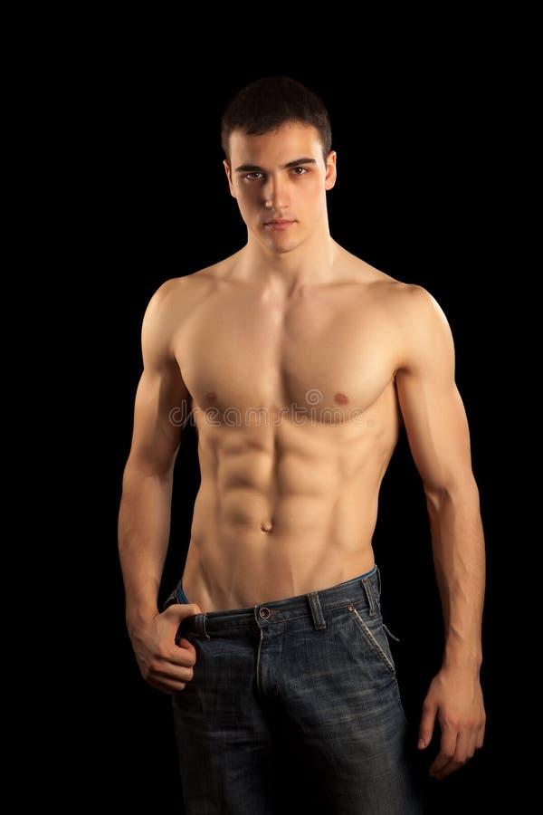 Hombre muscular atractivo imagen de archivo libre de regalías