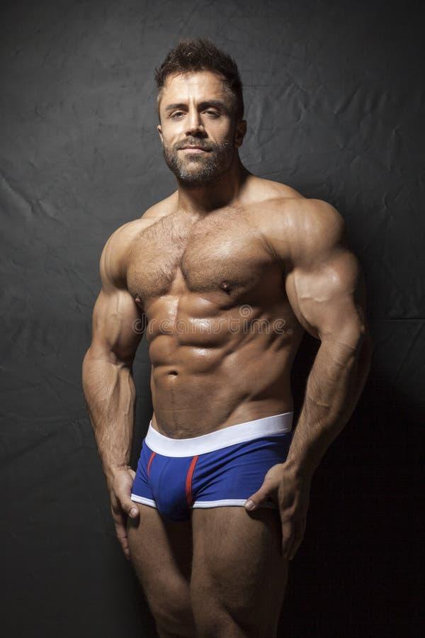 Hombre muscular barbudo foto de archivo libre de regalías