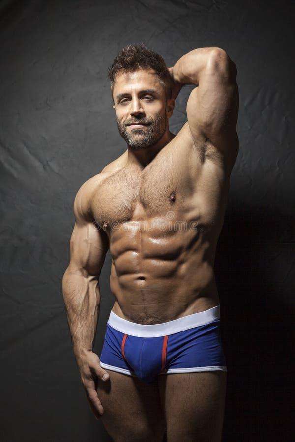 Hombre muscular barbudo fotos de archivo libres de regalías