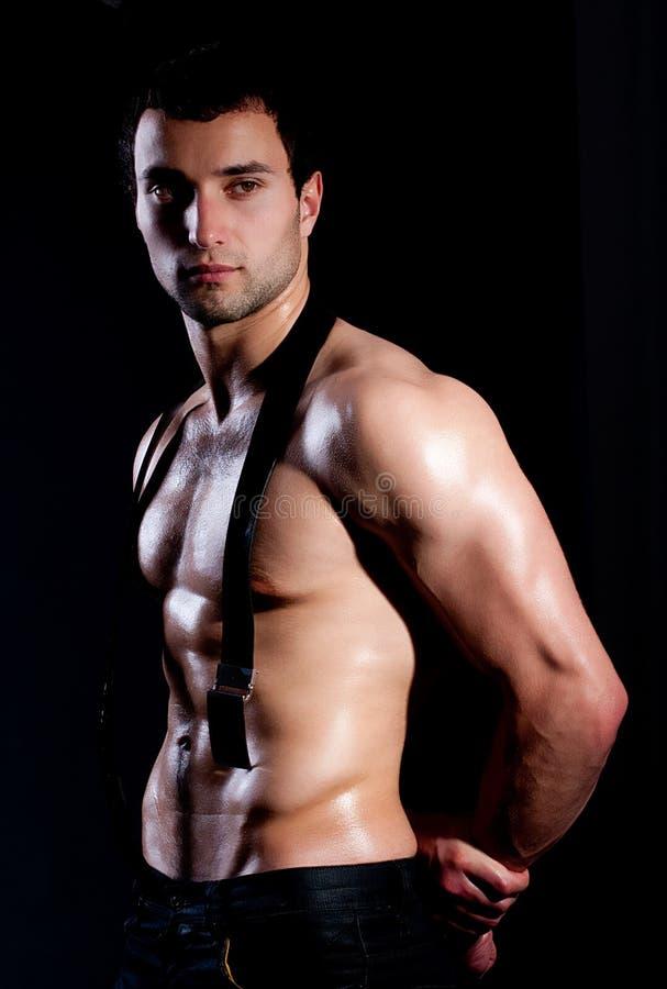 Hombre muscular de moda imagen de archivo