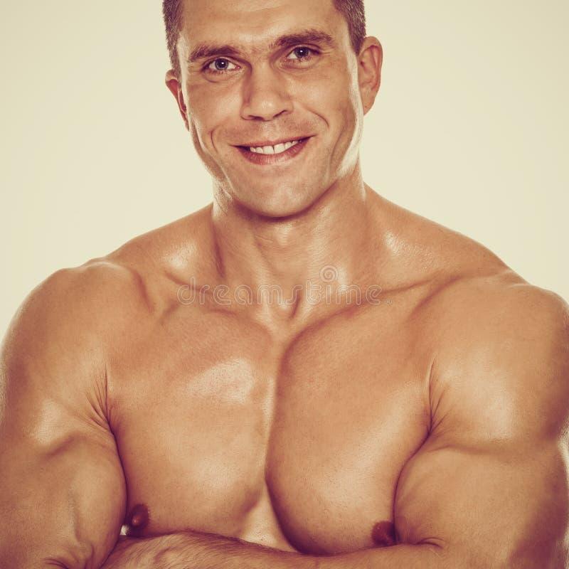 Hombre muscular sonriente fotos de archivo libres de regalías
