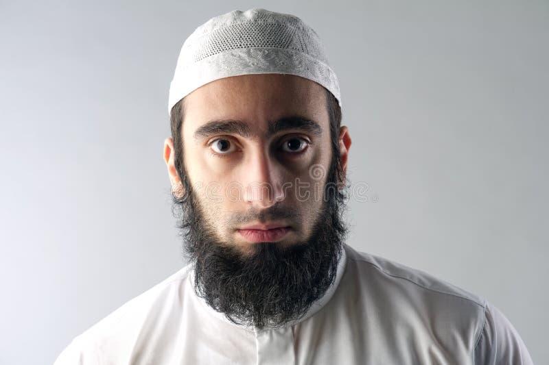 Hombre musulmán árabe con el retrato de la barba fotografía de archivo