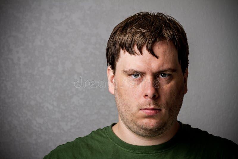 Hombre muy infeliz imagenes de archivo