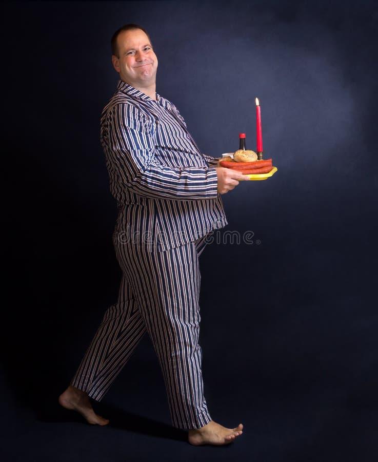 Hombre obeso feliz en pijamas fotografía de archivo libre de regalías