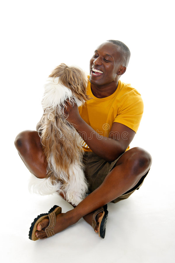 Hombre ocasional con el perro imagen de archivo libre de regalías