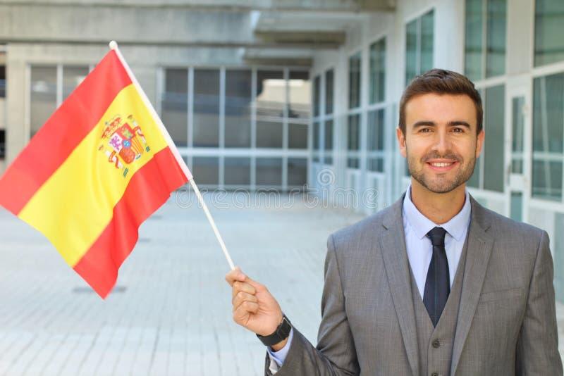 Hombre orgulloso que agita la bandera española fotografía de archivo libre de regalías