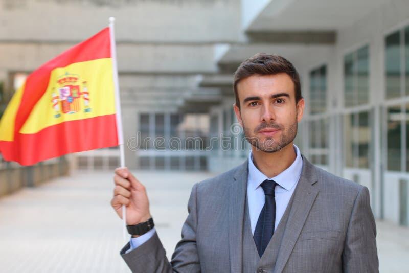 Hombre orgulloso que agita la bandera española fotos de archivo libres de regalías