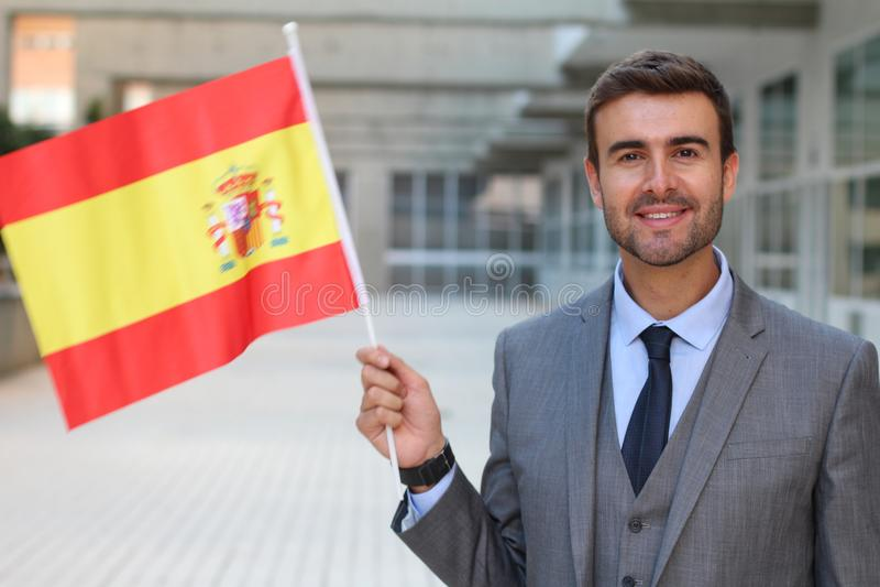 Hombre orgulloso que agita la bandera española foto de archivo libre de regalías