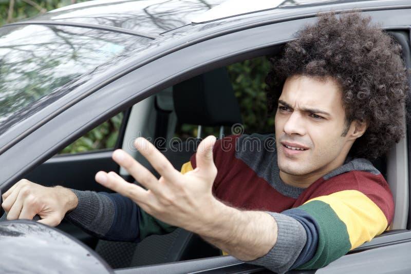 Hombre pegado en coche de conducción enojado del tráfico imagen de archivo libre de regalías