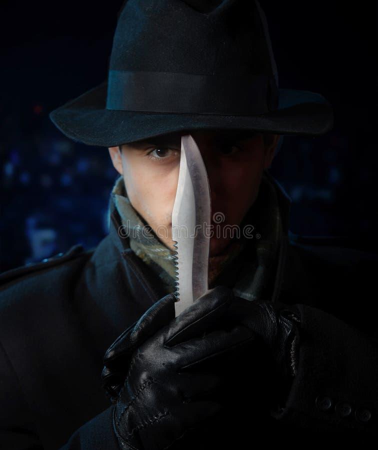 Hombre peligroso con un cuchillo foto de archivo