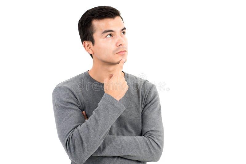 Hombre pensativo con los ojos que miran para arriba foto de archivo