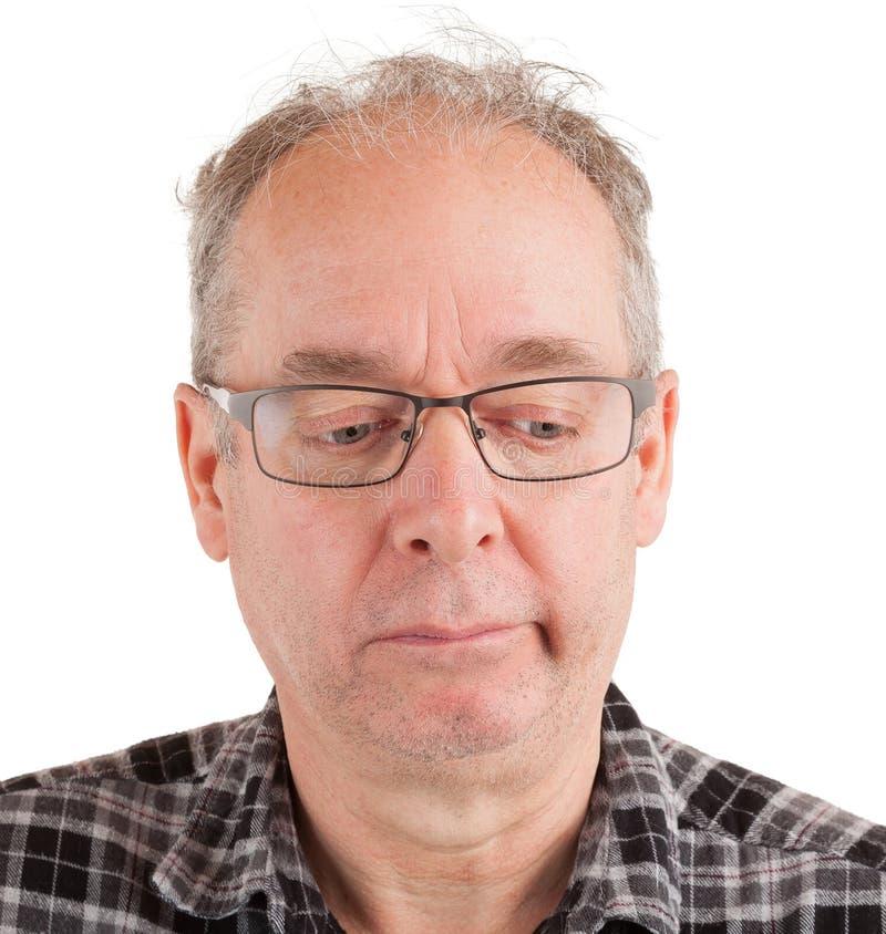Hombre preocupado sobre algo imagenes de archivo