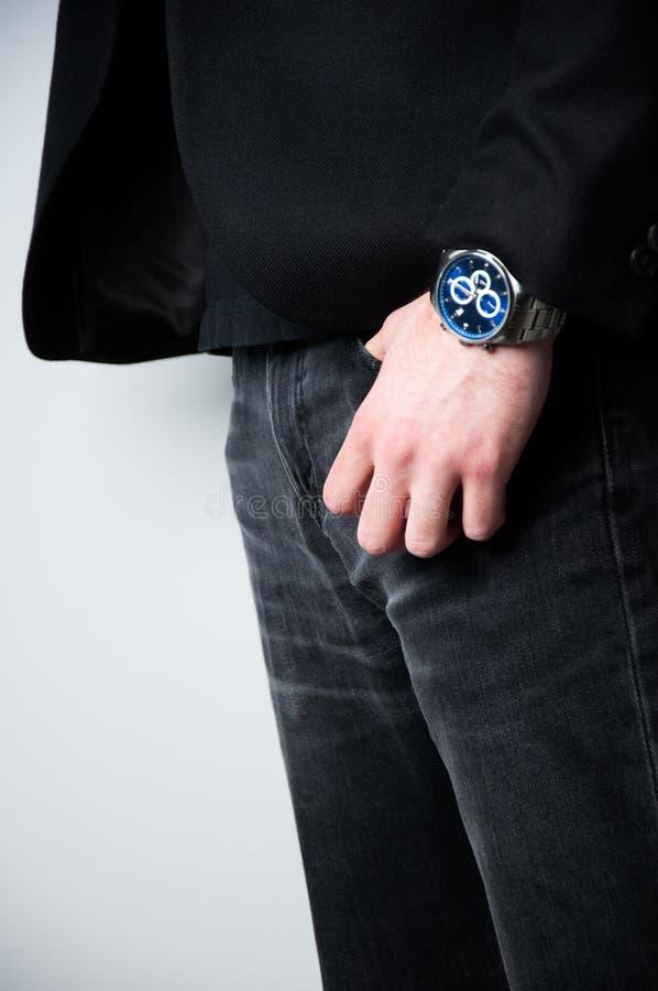 Hombre principal cosechado en chaqueta negra foto de archivo libre de regalías
