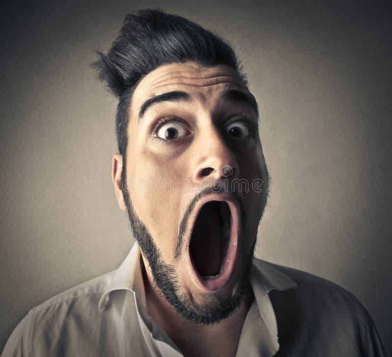 Hombre que abre su boca imágenes de archivo libres de regalías