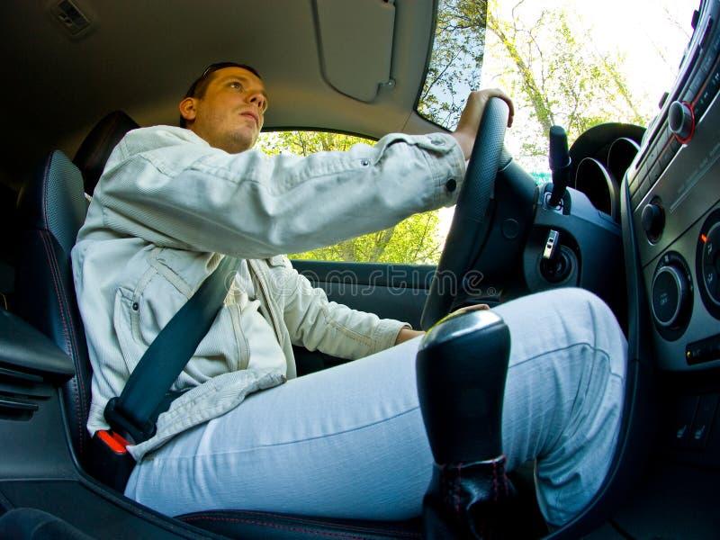 Hombre que conduce un coche imágenes de archivo libres de regalías