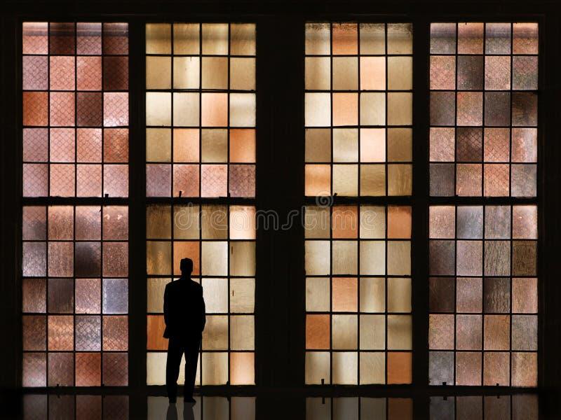 Hombre que espera fotografía de archivo