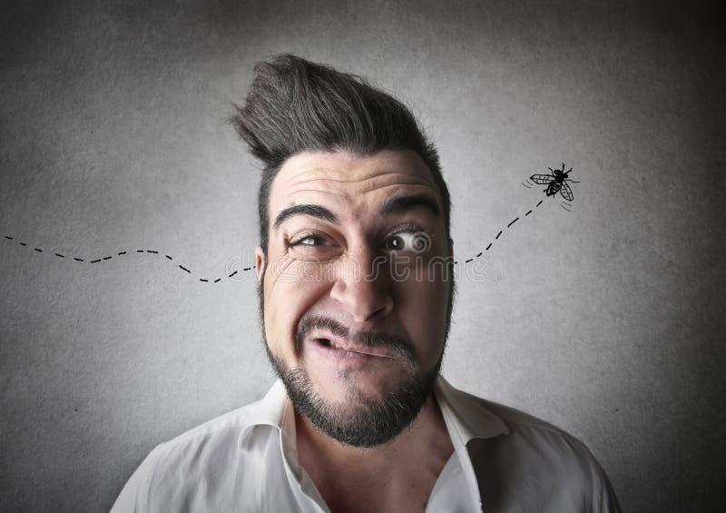 Hombre que guiña al suyo el ojo stock de ilustración