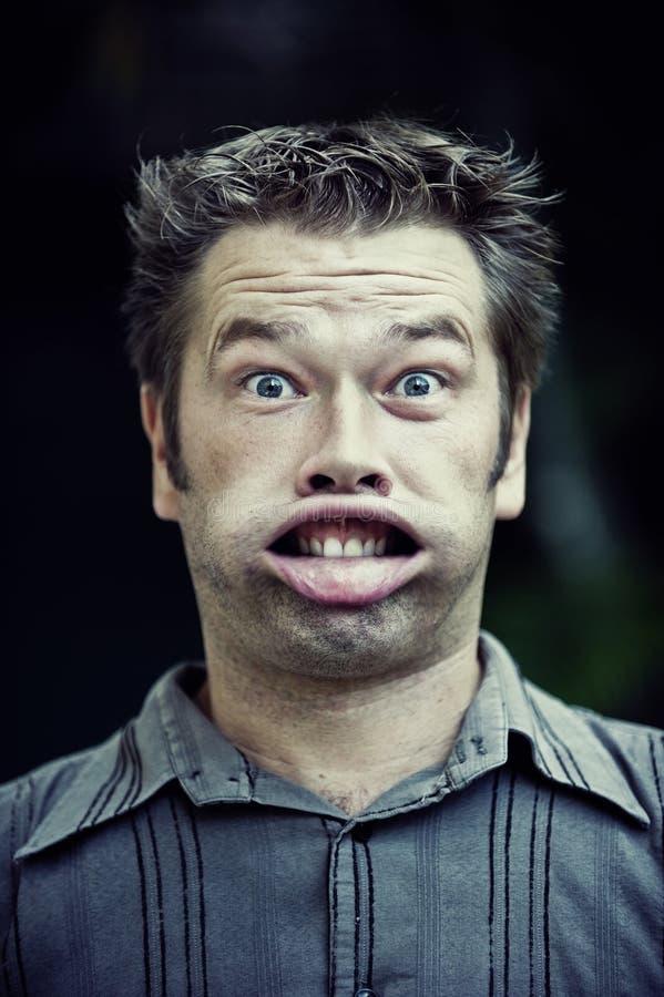 Hombre Que Hace Una Cara Divertida Imagen de archivo libre de regalías
