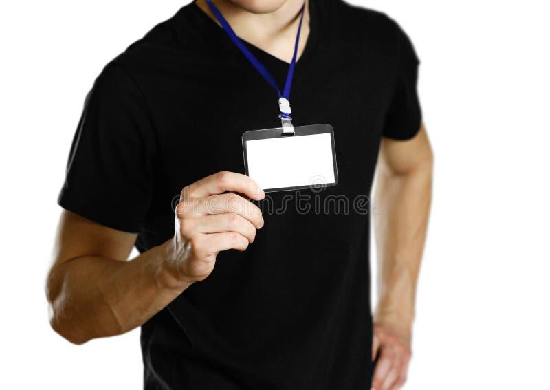 Hombre que lleva a cabo una insignia Cierre para arriba Fondo aislado foto de archivo