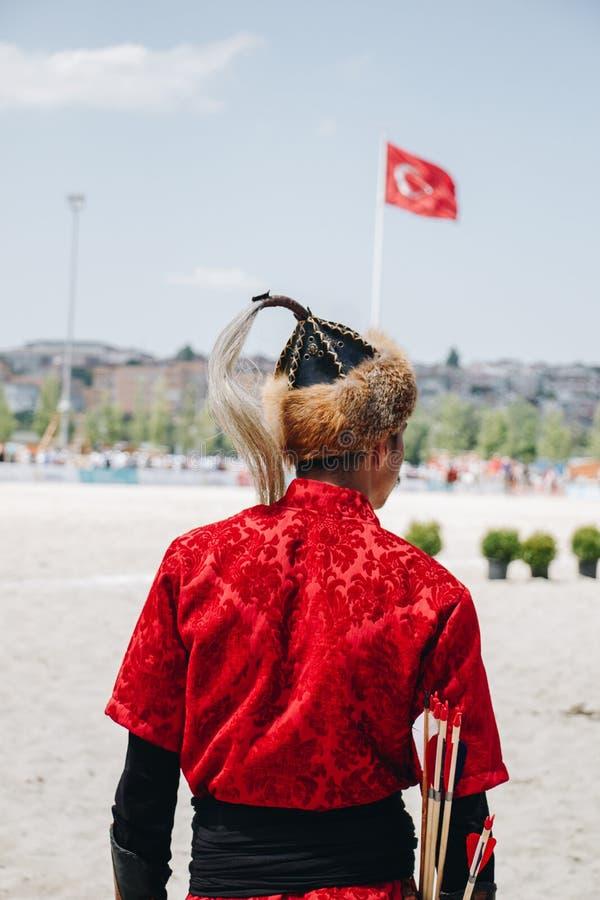 Hombre que lleva el sombrero turco tradicional en la visión imágenes de archivo libres de regalías