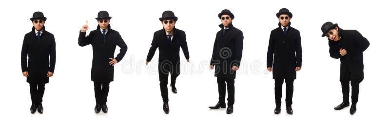 Hombre que lleva la capa negra aislada en blanco imagenes de archivo