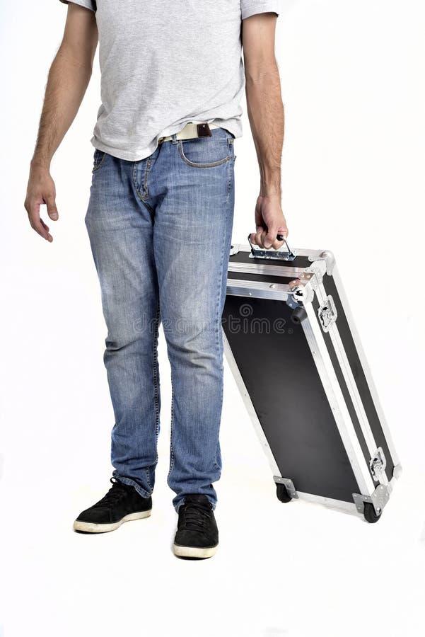 Hombre que lleva la cartera negra en el fondo blanco imagenes de archivo