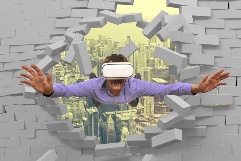 Hombre que lleva los vidrios de la realidad virtual foto de archivo
