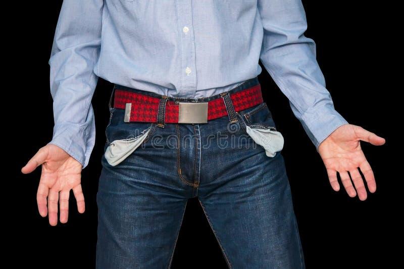 Hombre que muestra a sus bolsillos vacíos que demuestran lo no tiene ningún dinero fotografía de archivo