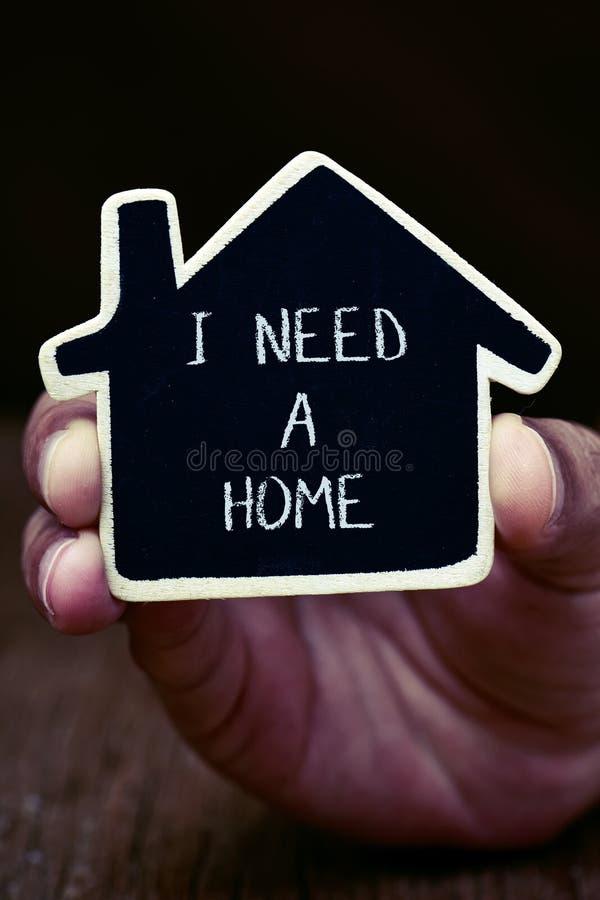 Hombre que necesita un hogar fotografía de archivo