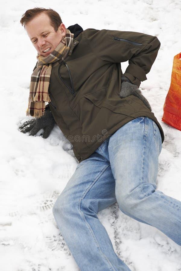 Hombre que se desliza encima en la calle Nevado fotos de archivo