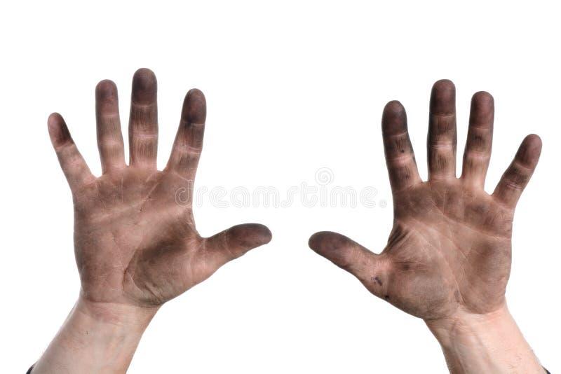 Hombre que soporta las manos con suciedad imagen de archivo libre de regalías