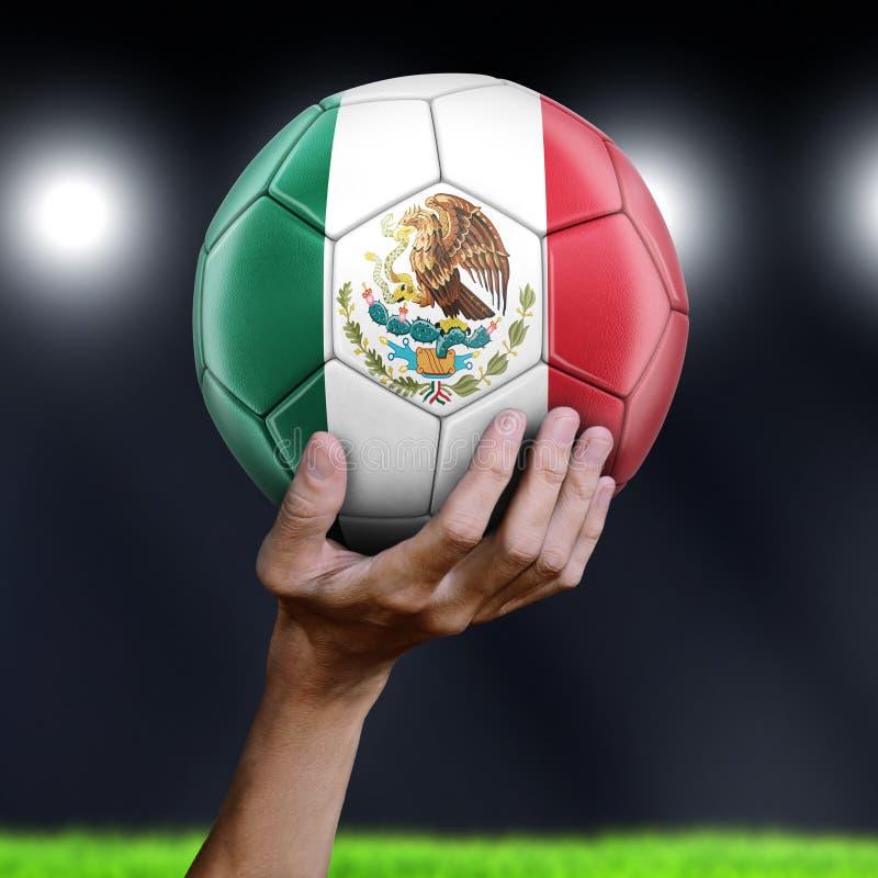 Hombre que sostiene el balón de fútbol con la bandera mexicana fotos de archivo