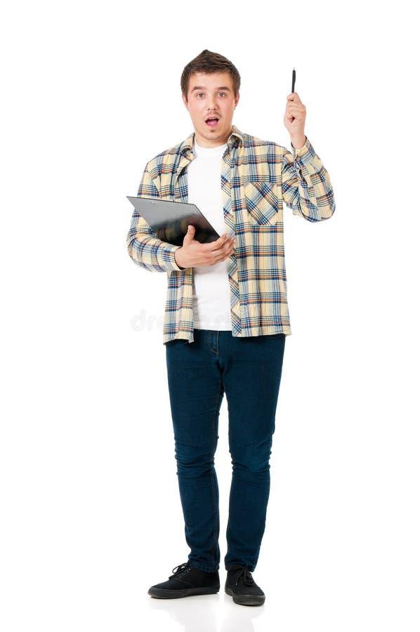 Hombre que sostiene el tablero y la pluma foto de archivo libre de regalías