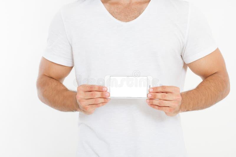 Hombre que sostiene el teléfono blanco Celular aislado en la trayectoria de recortes blanca dentro Visión superior Mofa para arri foto de archivo