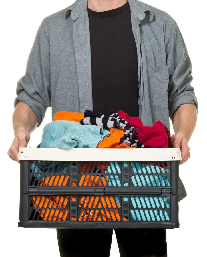 Hombre que sostiene la caja con donaciones de la ropa imagen de archivo libre de regalías