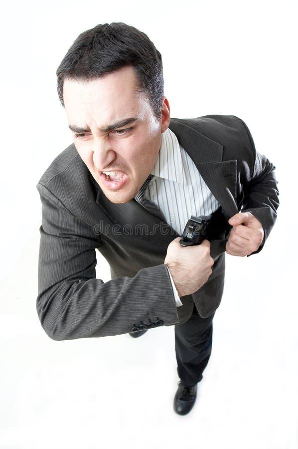 Hombre que sostiene un arma imagen de archivo libre de regalías