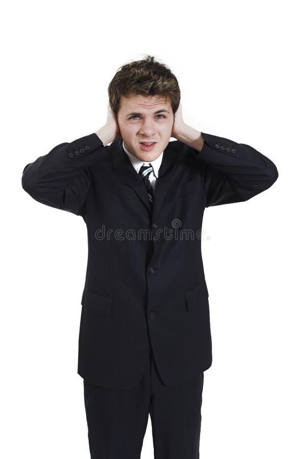 Hombre que tapa sus oídos imagen de archivo libre de regalías