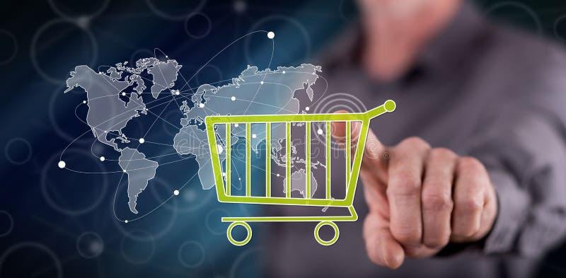Hombre que toca un concepto global del comercio electrónico imagen de archivo libre de regalías