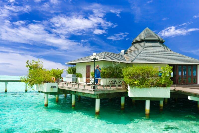 Hombre que toma una foto en Maldives fotos de archivo libres de regalías