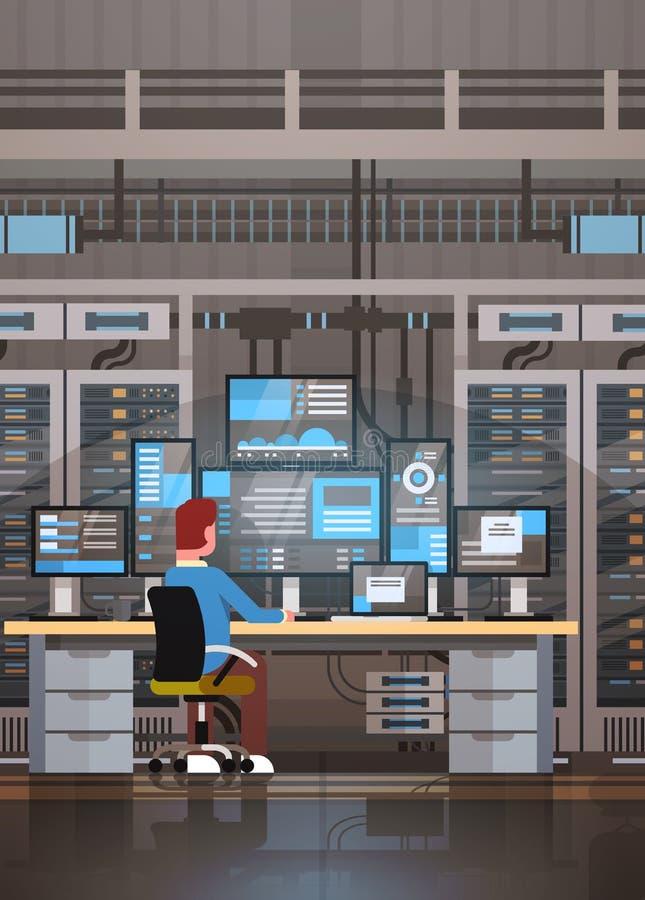 Hombre que trabaja en el sitio del centro de datos que recibe la base de datos de la información de la supervisión del servidor ilustración del vector