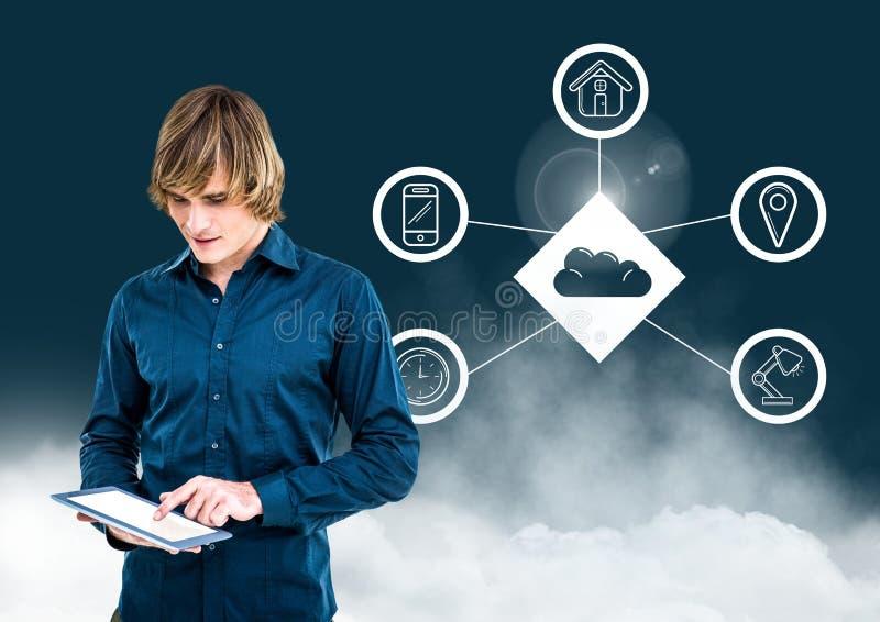Hombre que usa la tableta digital contra concepto computacional de la nube en fondo imagenes de archivo